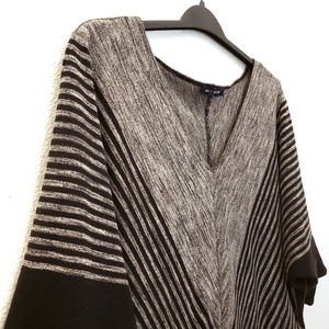 MAX EDITION • Gray & Black V-neck Knit Sweater